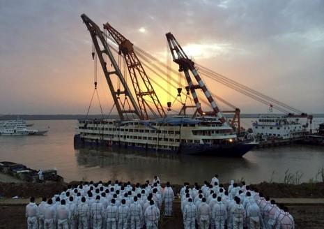 Thảm họa chìm tàu Trung Quốc: Số thiệt mạng tăng lên 331 người - ảnh 1