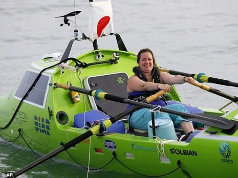 Cô gái Mỹ một mình chèo thuyền vượt Thái Bình Dương - ảnh 1