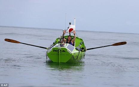 Cô gái Mỹ một mình chèo thuyền vượt Thái Bình Dương - ảnh 2