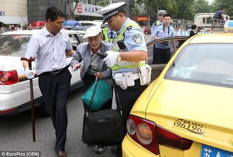 Trung Quốc: Ông cụ 86 tuổi vẫn quyết thi đậu đại học - ảnh 3