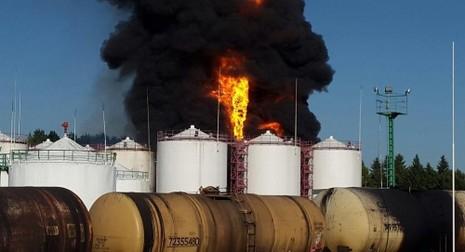 Cháy lớn tại kho chứa dầu gần thủ đô Kiev - ảnh 1