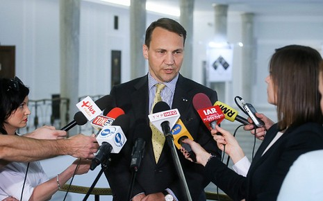 Ba Lan: Chủ tịch Quốc hội và 3 bộ trưởng từ chức vì bê bối nghe lén - ảnh 2