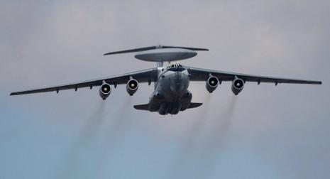 Máy bay quân đội Nga bay trên đầu bốn tàu chiến NATO - ảnh 1