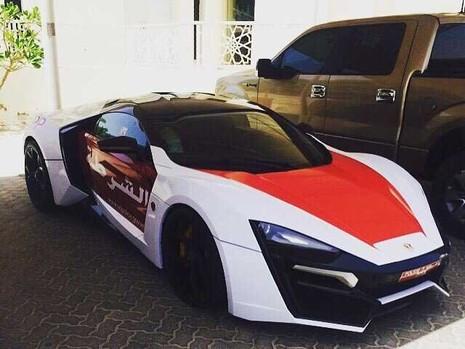 Cảnh sát Abu Dhabi tậu siêu xe trị giá 3,4 triệu đô - ảnh 1