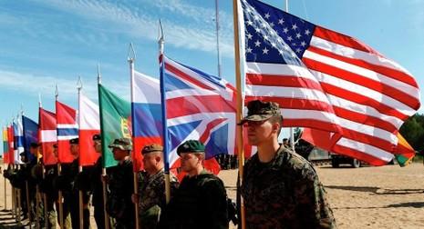 NATO triển khai 25.000 quân tại Địa Trung Hải  - ảnh 1