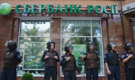Hai ngân hàng Nga ở Kiev bị đánh bom - ảnh 2
