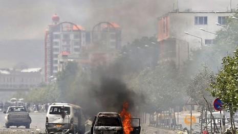 Taliban tấn công tòa nhà Quốc hội Afghanistan - ảnh 1