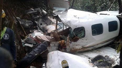 Hai mẹ con sống sót kỳ diệu sau cú rơi máy bay - ảnh 2