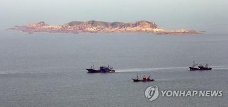 Triều Tiên rải phao trên biển gần biên giới liên Triều - ảnh 1
