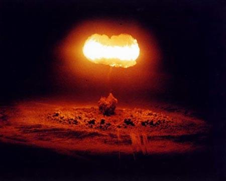 Trung Quốc có kịch bản dùng bom neutron 'chống Mỹ xâm lược'? - ảnh 1