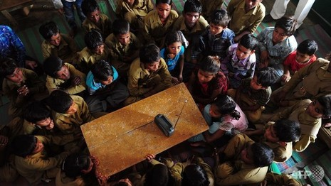 Ấn Độ phát động chống bằng giả, 1.400 giáo viên bỏ việc - ảnh 1