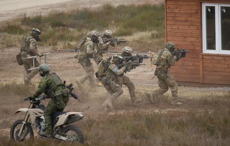 'Cảm hứng' từ Ukraine: Mỹ nghiên cứu 'chiến tranh hỗn hợp' - ảnh 1