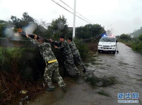 Hình ảnh của 'bộ ba siêu bão' ập vào Trung Quốc - ảnh 8