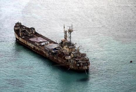 Philippines 'ầm thầm' sửa chữa tàu rỉ sét trên quần đảo Trường Sa - ảnh 1