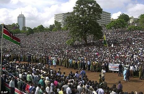 Tổng thống Obama sắp 'đối mặt' 5000 người khỏa thân? - ảnh 1