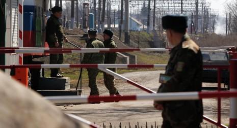 Ukraine bắt xe chở vũ khí, nghi tài xế là sĩ quan Nga - ảnh 1