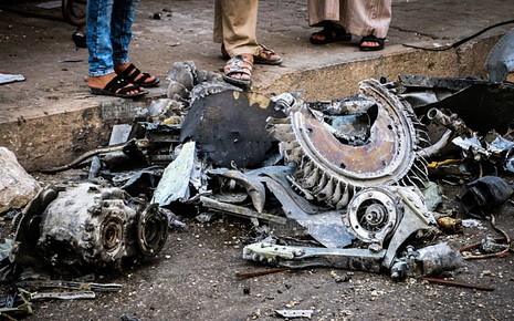 Syria: Chiến đấu cơ rơi vào chợ, hơn 30 người chết - ảnh 1