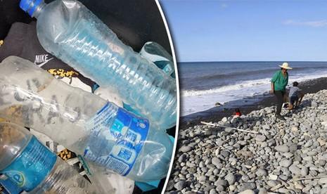 Nhiều chai nước nghi của máy bay MH370 trôi trên biển - ảnh 1