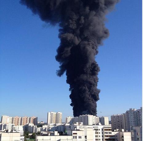 Cột khói đen ngòm gây hoảng loạn tại Moscow - ảnh 2