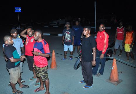Đội cứu hộ di chuyến đến điểm rơi của máy bay Indoneisa - ảnh 2