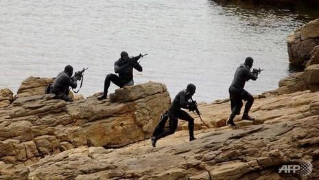 Biệt kích SEAL của Mỹ sắp có 'nữ chiến binh' - ảnh 1