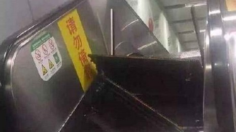 Thêm một sự cố thang cuốn làm 'thót tim' người Trung Quốc - ảnh 1