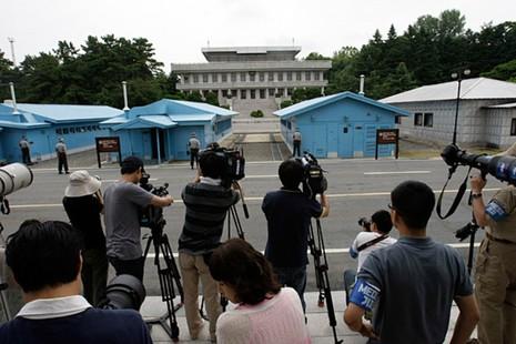 Hai miền Triều Tiên đồng ý đối thoại cấp cao tại Bàn Môn Điếm - ảnh 1