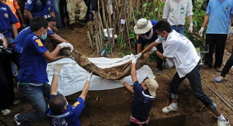 Phát hiện 24 thi thể ở biên giới Malaysia -Thái Lan - ảnh 1