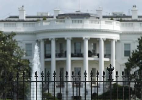 Người 'vượt rào' vào Nhà Trắng bị bắn hạ tại tòa án - ảnh 1