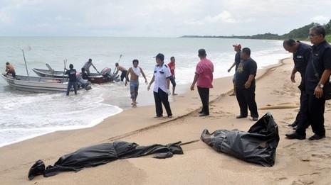 Lật thuyền chở 100 người di cư ngoài biển Malaysia - ảnh 2