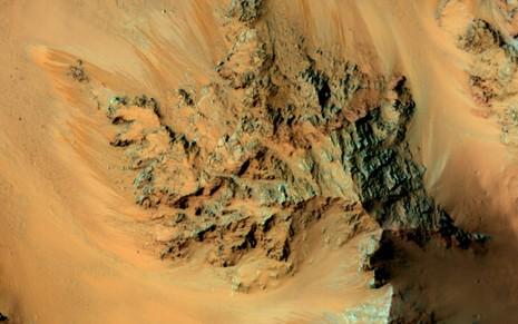 NASA bất ngờ công bố có nước chảy trên Sao Hỏa - ảnh 2