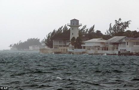 Tàu Mỹ mất tích tại 'tam giác quỷ' vì siêu bão Joaquin - ảnh 1