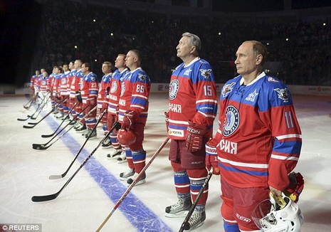 Putin mừng sinh nhật lần thứ 63 trên sân khúc côn cầu - ảnh 1