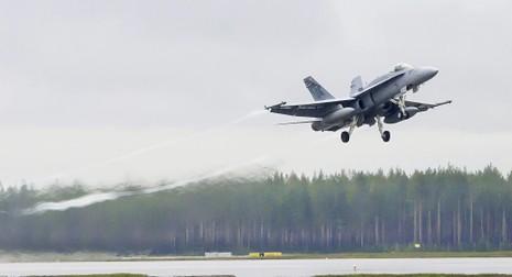 Máy bay Nga-Pháp suýt đâm vào nhau  - ảnh 1