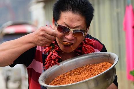 'Vua ớt' Trung Quốc ăn 2,5 kg ớt/ngày - ảnh 1