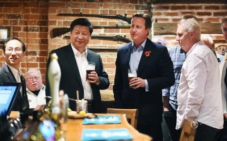 Ông Tập uống bia bàn chính sự với thủ tướng Anh - ảnh 2