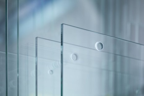 Nhật Bản chế tạo ra kính cứng như thép - ảnh 1