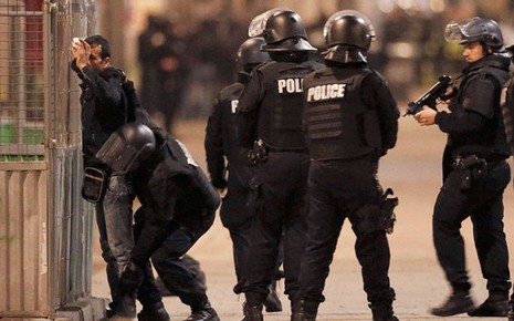 Đấu súng ở Paris: Hai tên khủng bố thiệt mạng, liên tiếp nổ lớn - ảnh 2