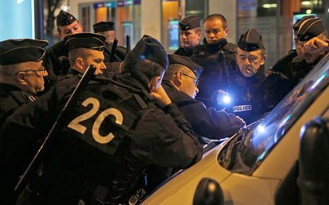 Đấu súng ở Paris: Hai tên khủng bố thiệt mạng, liên tiếp nổ lớn - ảnh 1