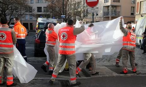 Kết thúc bố ráp khủng bố Paris: 7 người bị bắt, 2 người chết - ảnh 2