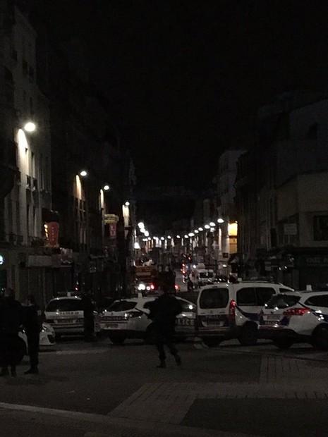 Nóng: Cảnh sát Pháp đấu súng, truy đuổi nghi phạm khủng bố Paris - ảnh 4