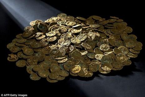 Khai quật kho báu hơn 4.000 đồng tiền cổ tại Thụy Sĩ - ảnh 1