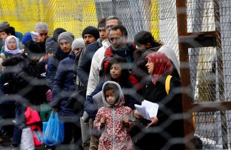 Slovenia điều động quân đội kiểm soát dòng người nhập cư - ảnh 1