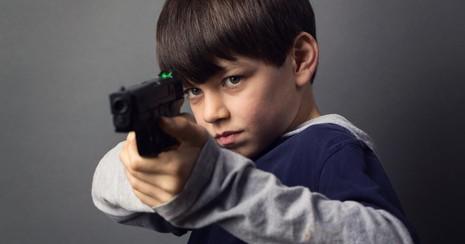 Dự luật cho phép trẻ em dùng súng gây tranh cãi tại Mỹ - ảnh 1