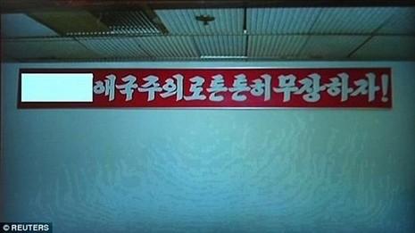 Triều Tiên công bố video sinh viên Mỹ lấy trộm biểu ngữ - ảnh 1