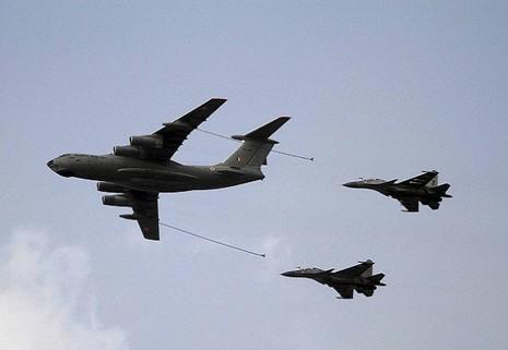 Hơn 180 chiến đấu cơ rầm rộ tập trận 'Nắm đấm sắt' tại Ấn Độ - ảnh 1