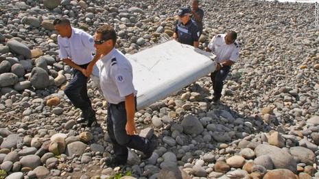 Úc bắt đầu kiểm tra các mảnh vỡ nghi của MH370  - ảnh 2