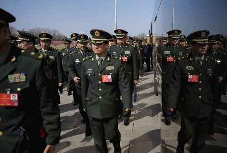 Quân đội Trung Quốc: Ngừng làm kinh tế, tập trung chiến đấu - ảnh 1
