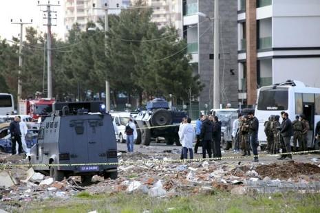 Đánh bom xe ở Thổ Nhĩ Kỳ, 7 cảnh sát thiệt mạng - ảnh 1