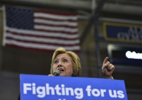 Bầu cử tổng thống Mỹ: Bernie và Clinton hạ bệ lẫn nhau - ảnh 1